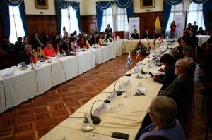 Ecuador y diez países más acordaron en Quito acoger documentos caducados de venezolanos
