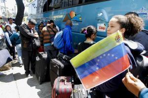 Grupo de venezolanos regresa a su país desde Ecuador a través de puente aéreo