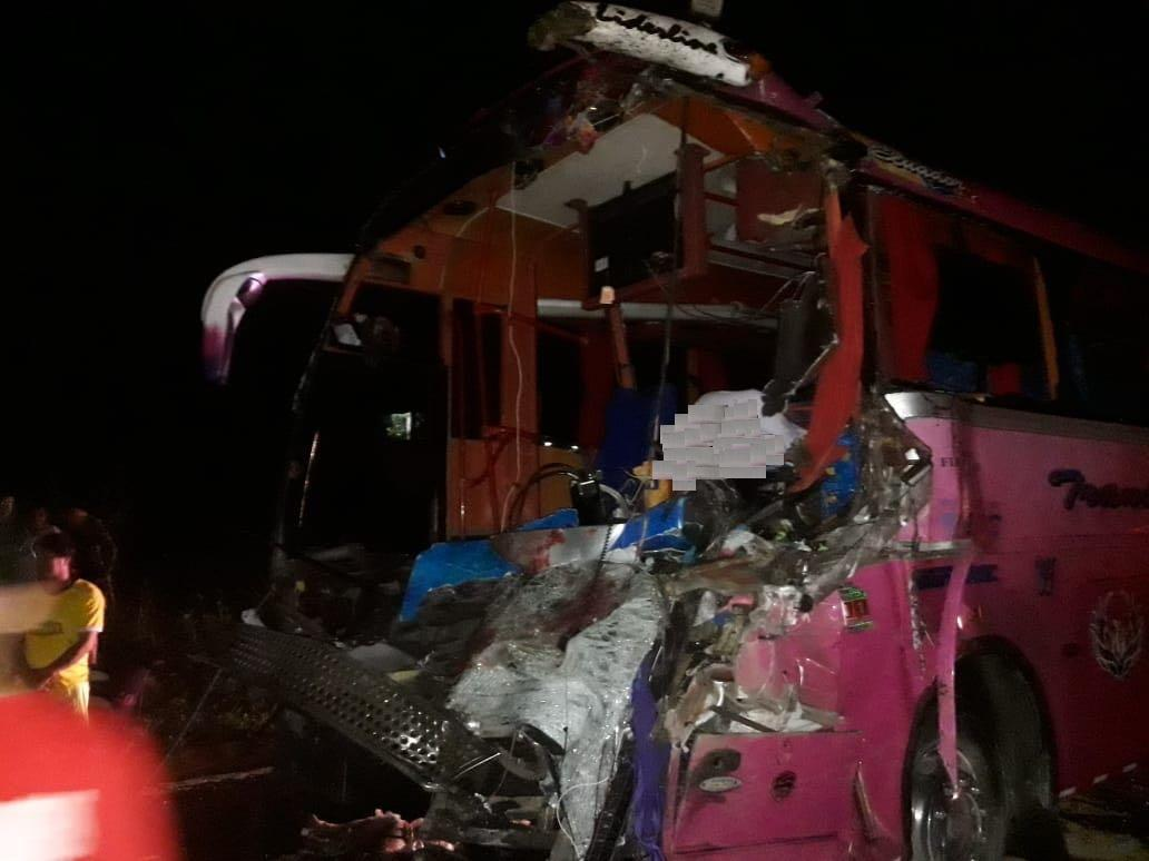 Un muerto y al menos diez heridos en accidente en la vía Santo Domingo-Quinindé