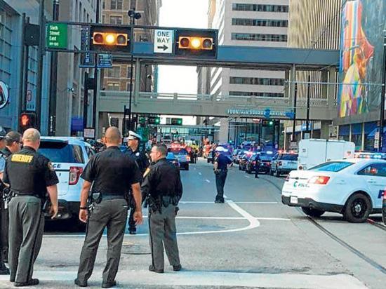 Cuatro muertos en  un tiroteo en un banco