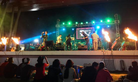 El Show Rock Sinfónico hizo vibrar a miles en Portoviejo