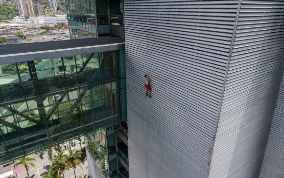 El ''Spiderman ruso'' es arrestado tras escalar un edificio en Medellín