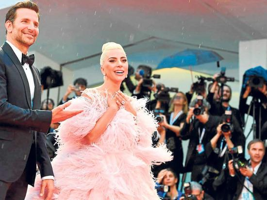 Gaga camina hacia El Óscar