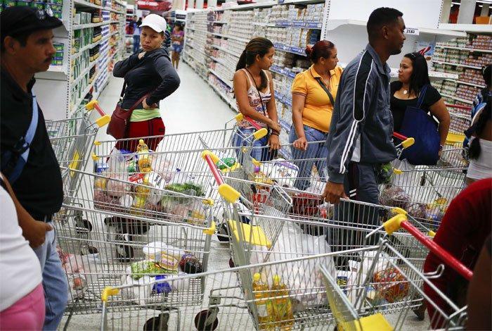 Gobierno venezolano insiste en negar crisis y en denunciar montaje en contra