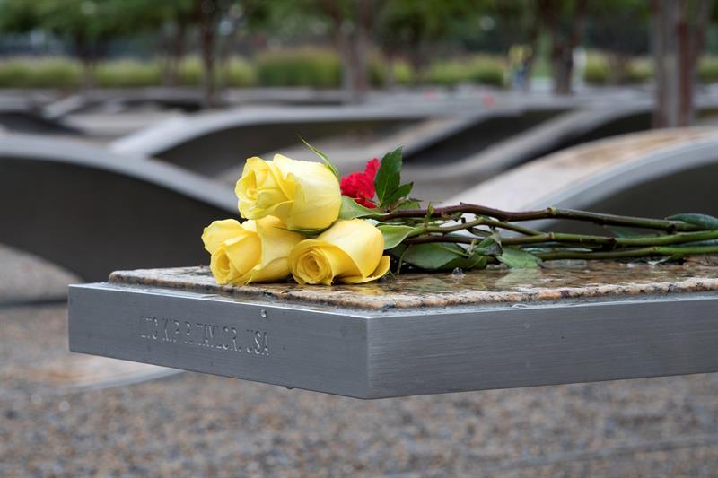 EE.UU. se une en sombrío recuerdo a los 17 años de los atentados de 2001