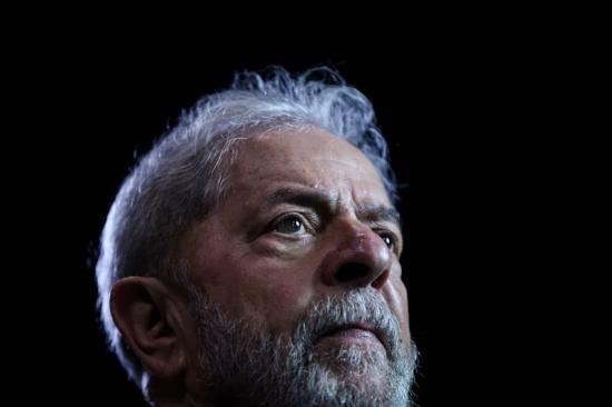Lula desiste de disputar la presidencia y anuncia a sustituto