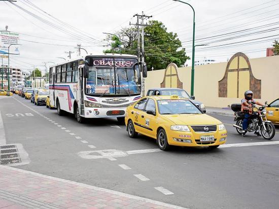 Congestión causa malestar en 2 vías