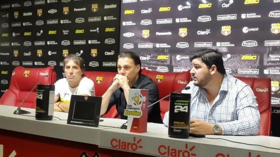 Guillermo Almada pide disculpas por escupir a hincha