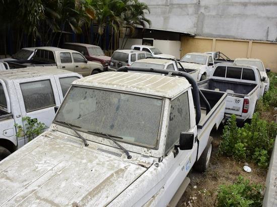 15 carros dan mala imagen