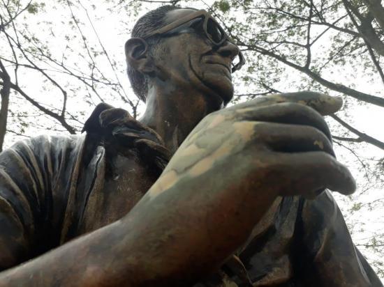 Dañan monumento al padre Mendoza; piden cuidar bienes públicos