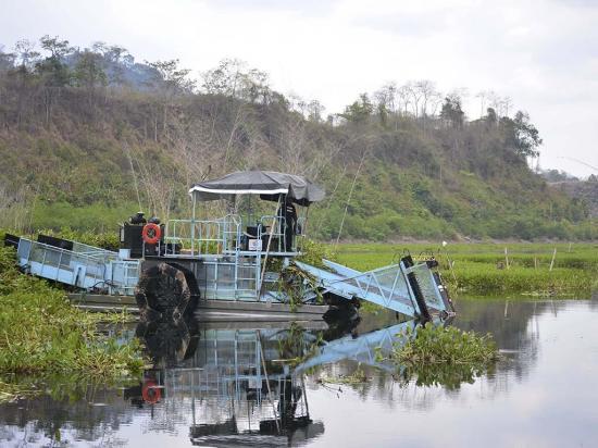 Evacuan agua de la represa