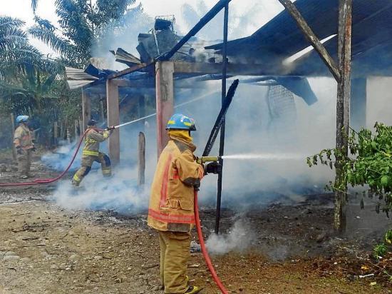 Incendio destruye una vivienda en el sitio San Francisco de Chila