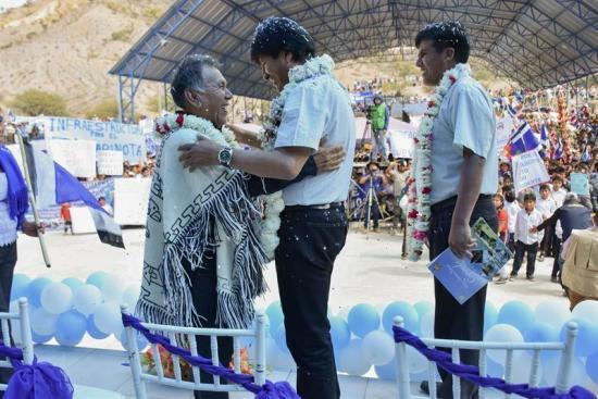 Evo Morales dedica una escuela a Los Kjarkas como símbolo musical latinoamericano
