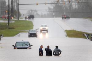 Florence deja 9 muertos y lluvias ''épicas'' que desbordan ríos y lagos en EEUU