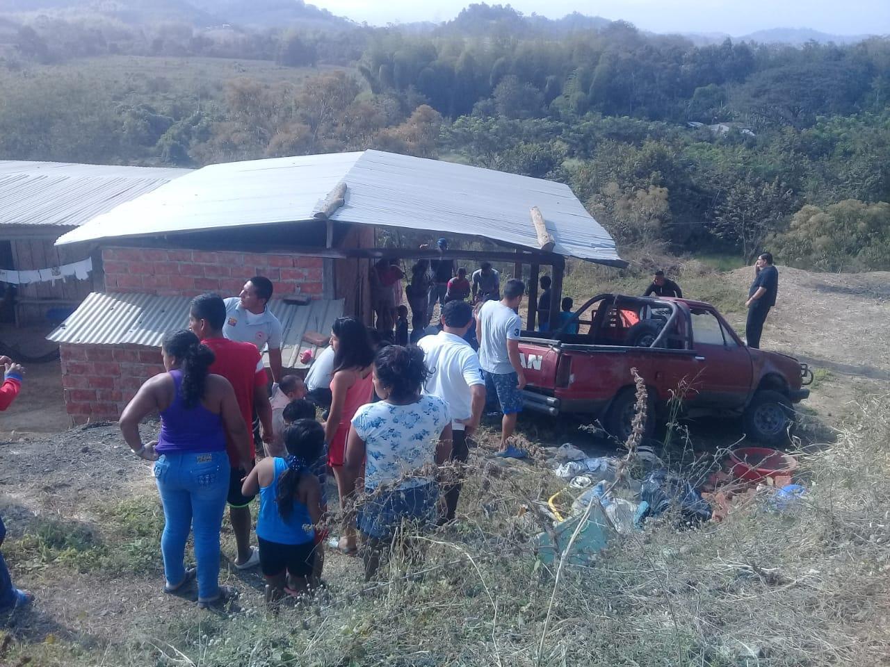 Tres heridos al impactar camioneta en una casa, en Paján