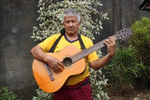 """Don Lucho"" y su guitarra"