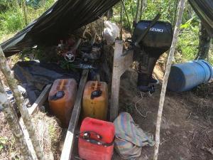 Hallan 300 galones de gasolina escondidos en vegetación en la frontera
