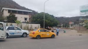 Cierran acceso hacia el puente Los Caras en Bahía de Caráquez