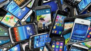 Organismo supervisor pide bloqueo progresivo de millón de celulares en Perú