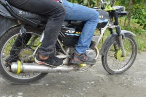 Se le llevan la moto en la que trabajaba