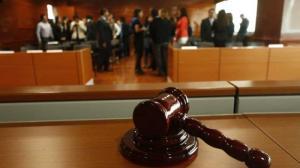 Médico español es acusado de abusar sexualmente de 52 niños en Suecia