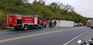 Vehículo de carga pesada se volcó en La Planchada, en Paján