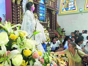 Cumplen sus promesas a la Virgen