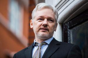 Renuncia Assange al asilo no tuvo efecto porque solo Ecuador puede retirarlo