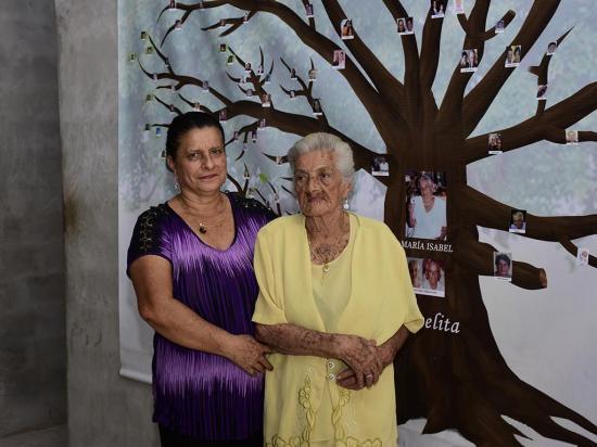 La abuelita de 110 años, 108 bisnietos  y 48 tataranietos
