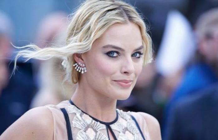 Margot Robbie negocia con Warner Bros. interpretar a Barbie en una película