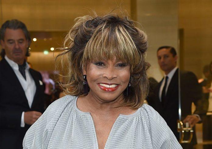 Tina Turner revela que su exesposo Ike la llevó a un burdel la noche de bodas
