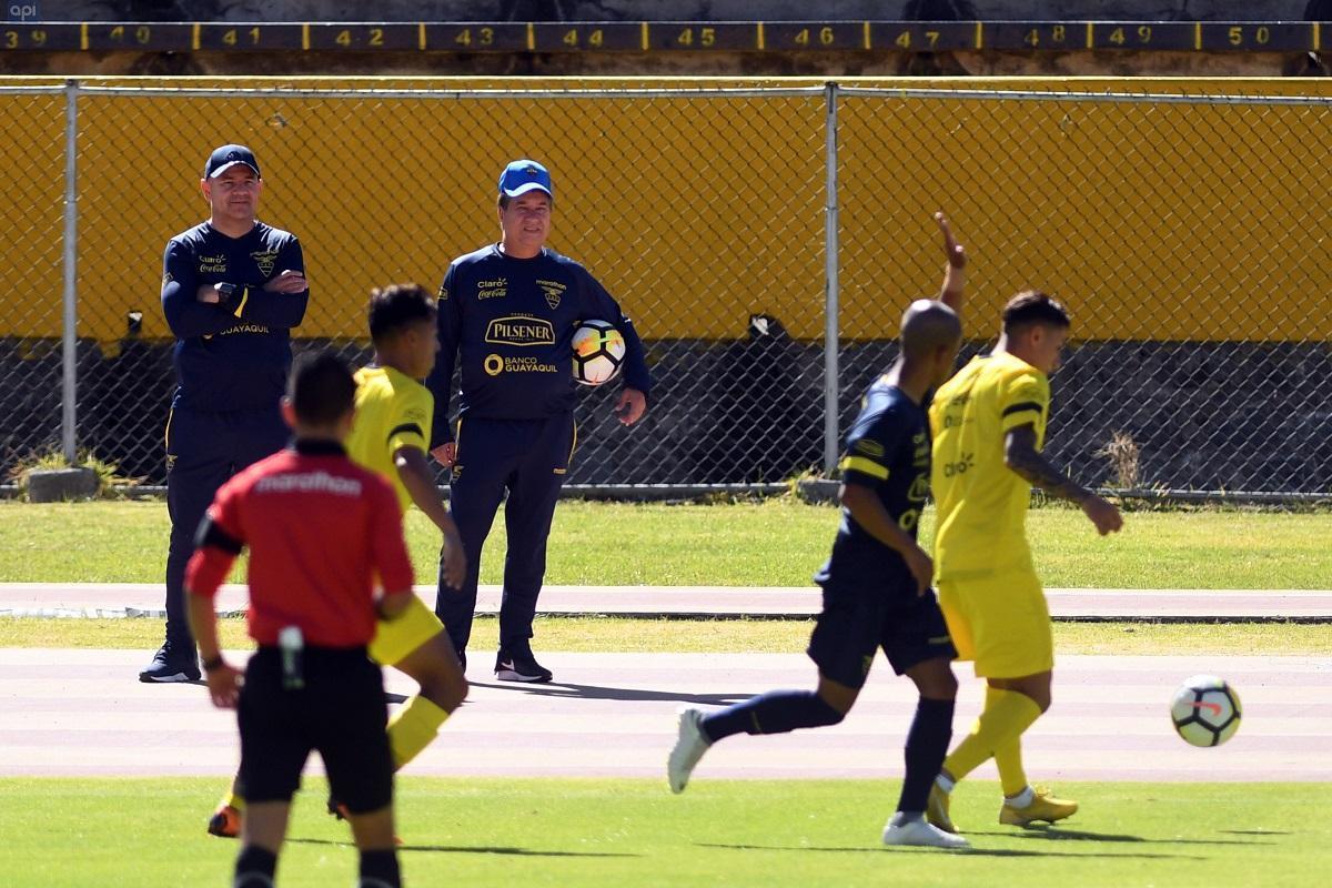 'Bolillo' va con 19 jugadores para amistosos contra Catar y Omán