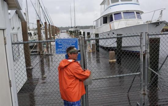 Michael toca tierra en la costa de Florida con vientos ''catastróficos''