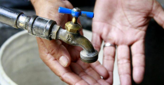 Doce barrios de Manta se quedan sin agua este jueves