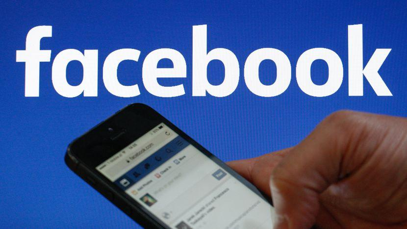 Facebook retira cientos de páginas y perfiles a un mes de elecciones en EEUU
