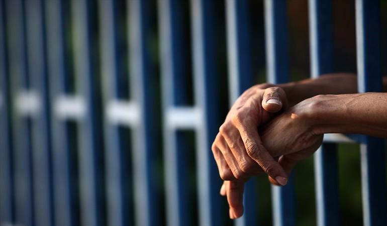 Seis años de prisión por recibir droga en envases de mermelada