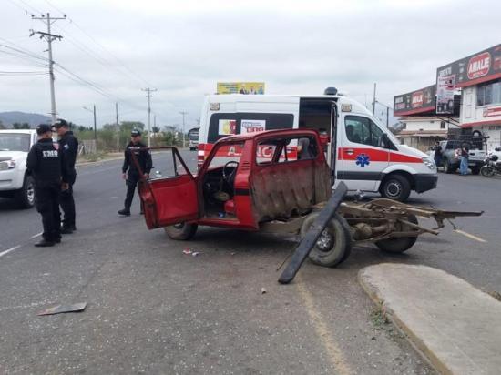 Carro desbaratado y 2 mayores heridos