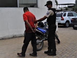 Andaba en moto robada