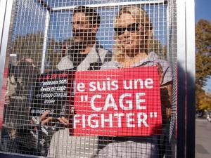 Pamela Anderson en contra de la cría de animales en jaulas