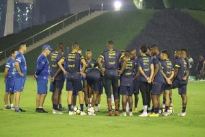 Ecuador busca en el partido ante Omán algo positivo que llevarse de Catar
