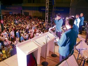 """Conoce los 13 grupos musicales del """"Avenidazo"""" en Portoviejo"""