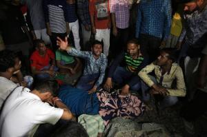 Al menos 50 muertos por atropello de un tren en India