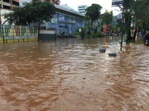 Al menos 100 viviendas afectadas en Caracas por intensas lluvias