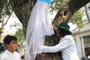 Casamiento masivo con árboles en Argentina a favor del medio ambiente