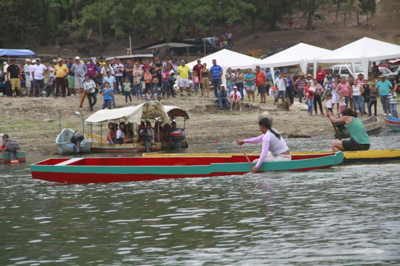 Regata ''Aldo Cano Patiño'' se desarrolló en el cierre de festejos en Bolívar