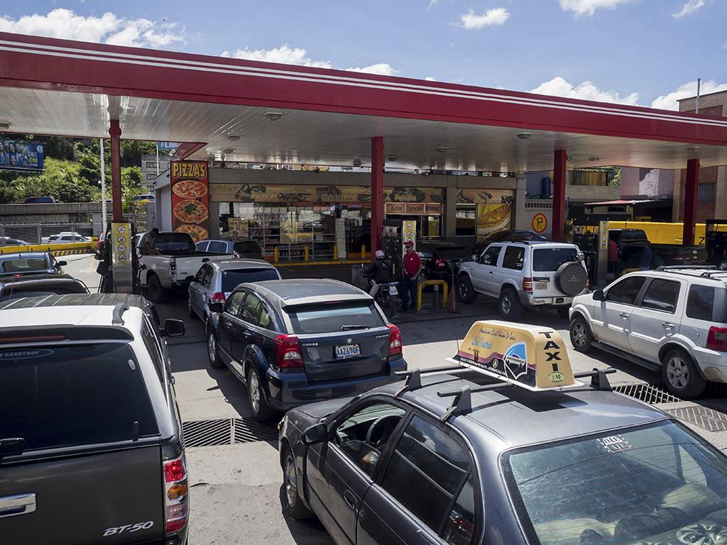 Resultado de imagen para ecuador filas de gasolina