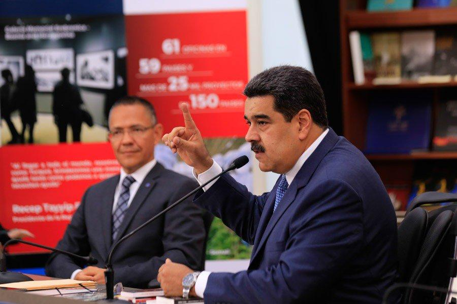 Maduro insiste en pedir a Colombia que retome diálogos de paz con guerrilla