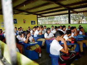 El estado destina $ 140  por alumno manabita  y $ 250 por pichinchano