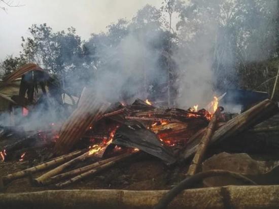 Incendio dejó a tres personas sin casa