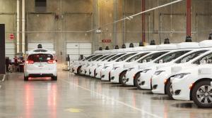 Google prevé lanzar servicio comercial de vehículos sin conductor en 2 meses